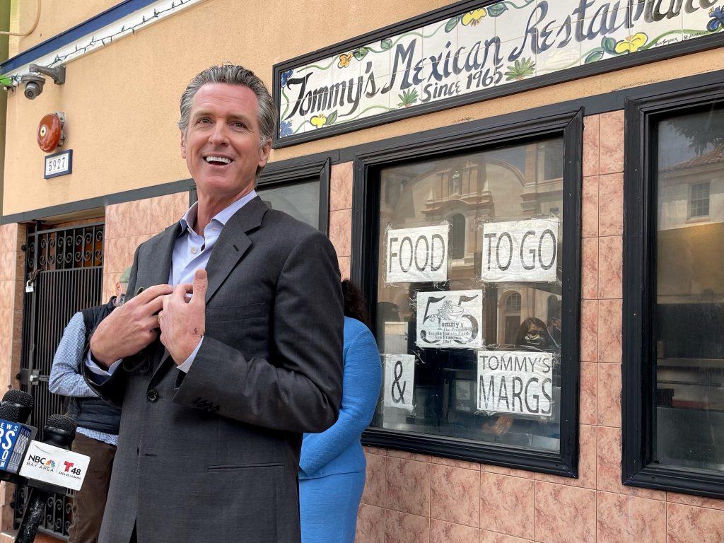 Gov Newsom in front of restaurant